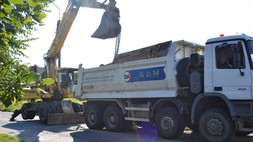 II etap budowy kanalizacji sanitarnej na os. Długa w Tłuszczu